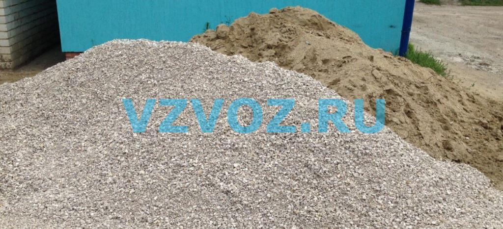 Мелкий щебень и речной песок
